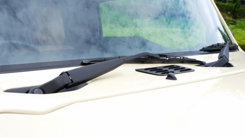 新型ジムニー JB64 ワイパーゴム交換とワイパーアーム塗装を行いました