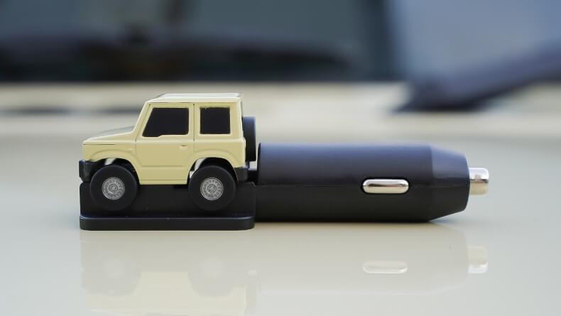 カーメイト新作パーツ「クルマ型USBチャージャー」